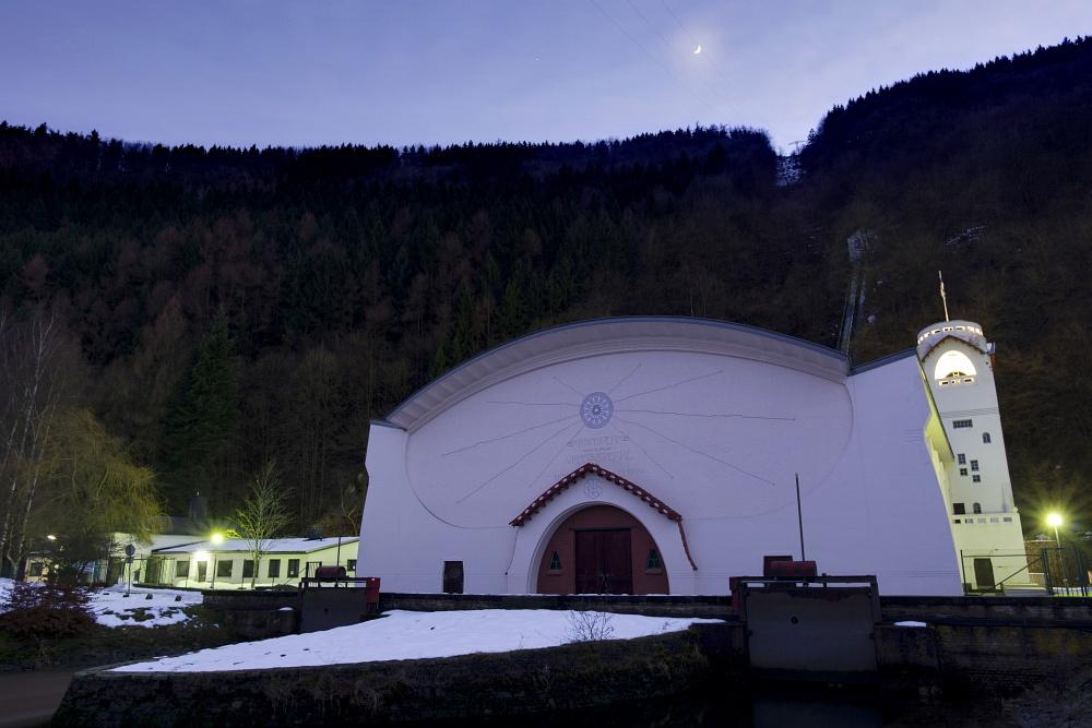 http://www.eifelmomente.de/albums/Nordeifel/Winter/2011_01_08-14_Hochwasser_Eifelregion/2011_01_09_-_126_Jugendstilkraftwerk_Heimbach_DNG_DRI_bearb_ausschn.jpg