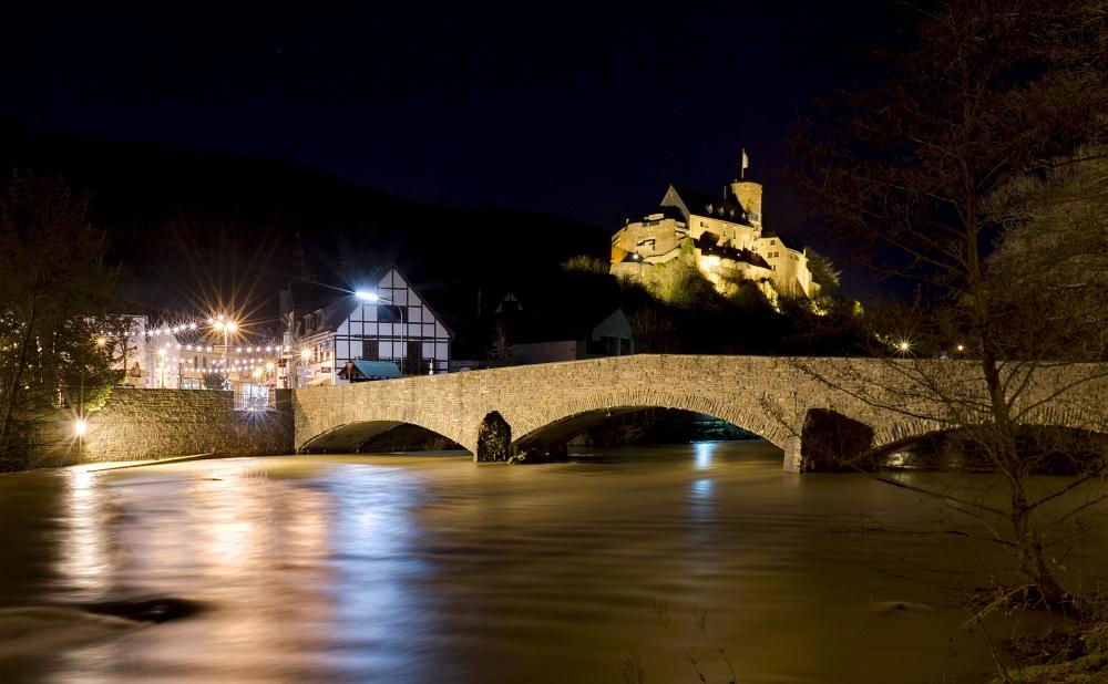 http://www.eifelmomente.de/albums/Nordeifel/Winter/2011_01_08-14_Hochwasser_Eifelregion/2011_01_09_-_145_Heimbach_DNG_DRI_bearb_ausschn.jpg