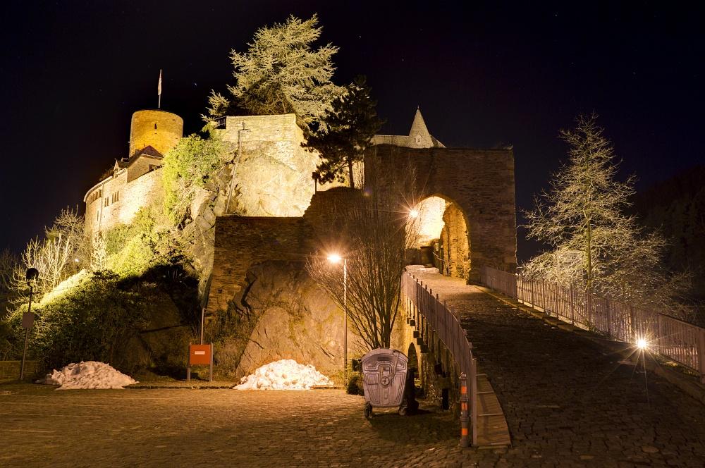 http://www.eifelmomente.de/albums/Nordeifel/Winter/2011_01_08-14_Hochwasser_Eifelregion/2011_01_09_-_157_Heimbach_DNG_DRI_bearb.jpg
