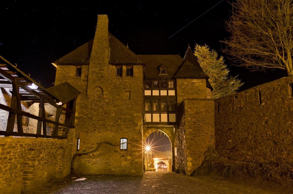 http://www.eifelmomente.de/albums/Nordeifel/Winter/2011_01_08-14_Hochwasser_Eifelregion/2011_01_09_-_167_Heimbach_DNG_DRI_bearb.jpg