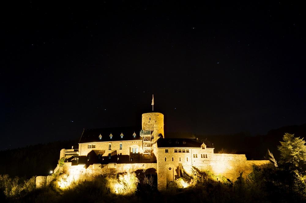 http://www.eifelmomente.de/albums/Nordeifel/Winter/2011_01_08-14_Hochwasser_Eifelregion/2011_01_09_-_181_Heimbach_DNG_DRI_bearb.jpg