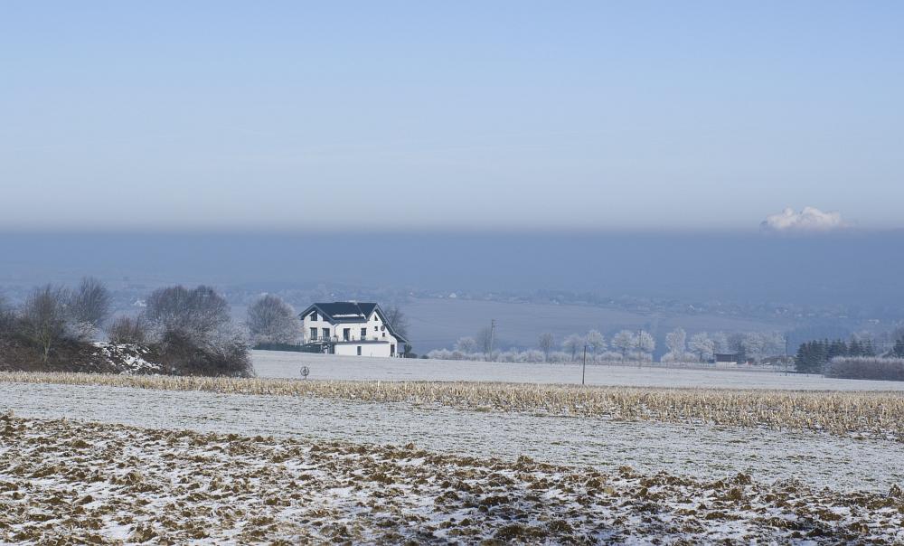 http://www.eifelmomente.de/albums/Nordeifel/Winter/2011_02_01_Sonnenaufgang_Hoevel/2011_02_01_-_275_Schmidt_Kommerscheidt_Inversionsschicht_DNG_bearb_ausschn.jpg