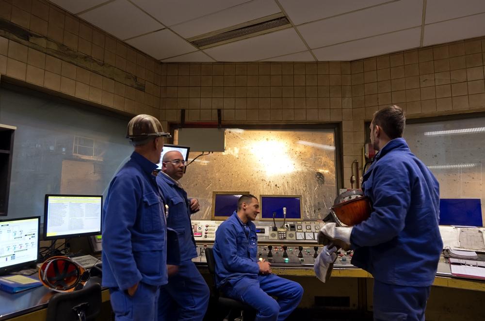http://www.eifelmomente.de/albums/Nordeifel/Winter/2011_12_19_ESB_Seraing_u_Luettich/2011_12_19_-_052_ESB_Seraing_DNG_bearb.jpg