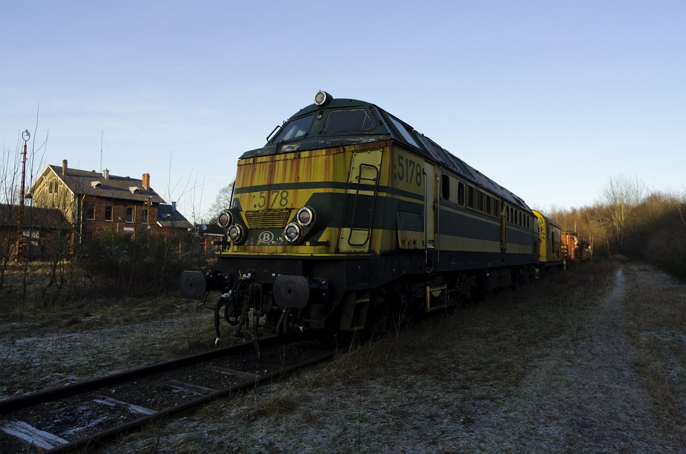 http://www.eifelmomente.de/albums/Nordeifel/Winter/2012_01_16_Bf_Raeren_u_Astrofotos/2012_01_16_-_025_Abends_Bahnhof_Raeren_DNG_bearb.jpg