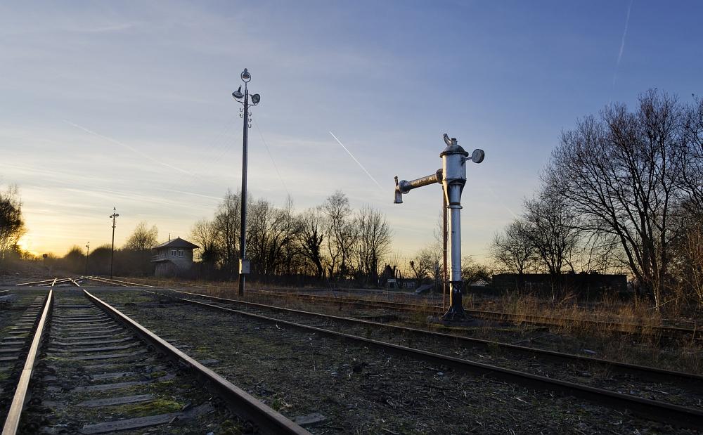 http://www.eifelmomente.de/albums/Nordeifel/Winter/2012_01_16_Bf_Raeren_u_Astrofotos/2012_01_16_-_067_Abends_Bahnhof_Raeren_DNG_DRI_bearb_ausschn.jpg
