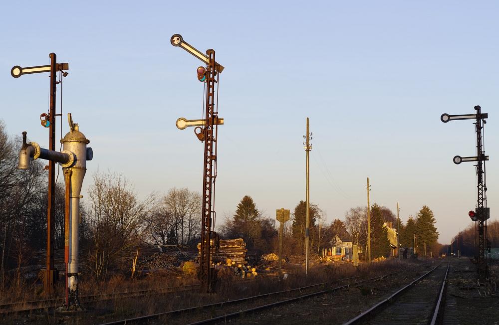 http://www.eifelmomente.de/albums/Nordeifel/Winter/2012_01_16_Bf_Raeren_u_Astrofotos/2012_01_16_-_076_Abends_Bahnhof_Raeren_DNG_bearb.jpg