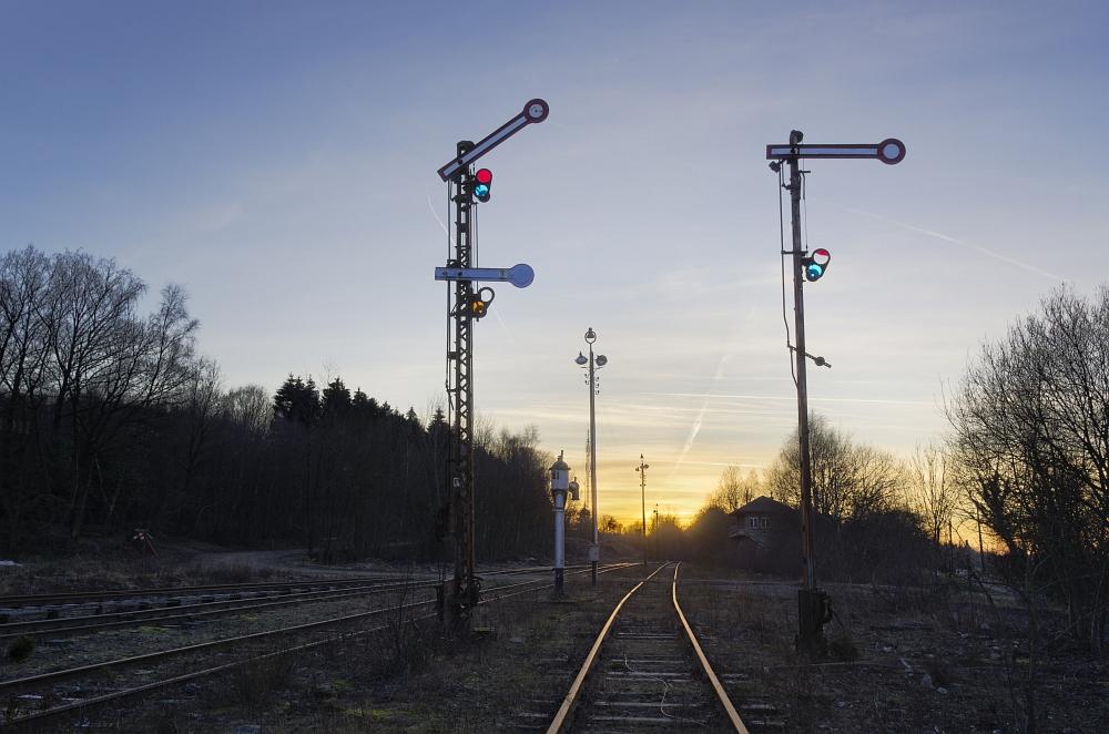 http://www.eifelmomente.de/albums/Nordeifel/Winter/2012_01_16_Bf_Raeren_u_Astrofotos/2012_01_16_-_091_Abends_Bahnhof_Raeren_DNG_DRI_bearb.jpg