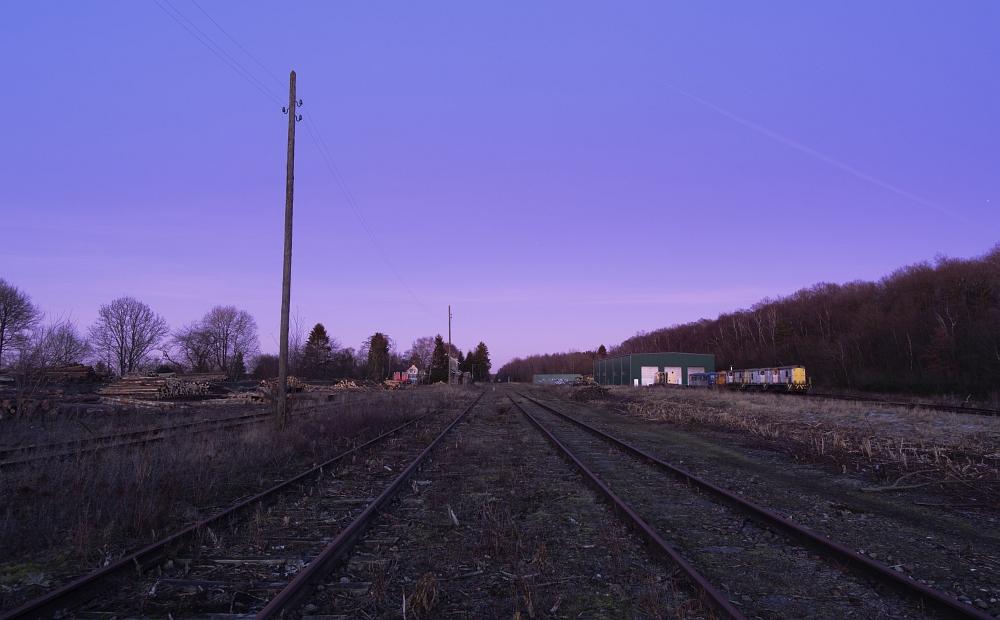 http://www.eifelmomente.de/albums/Nordeifel/Winter/2012_01_16_Bf_Raeren_u_Astrofotos/2012_01_16_-_164_Abends_Bahnhof_Raeren_DNG_bearb_ausschn.jpg