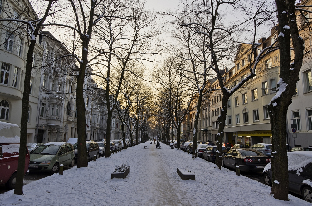http://www.eifelmomente.de/albums/Nordeifel/Winter/2012_01_31_Sonnenuntergang_Haarberg_u_Nachts_Wald/2012_01_31_-_021_Aachen_Oppenhoffallee_DNG_bearb.jpg
