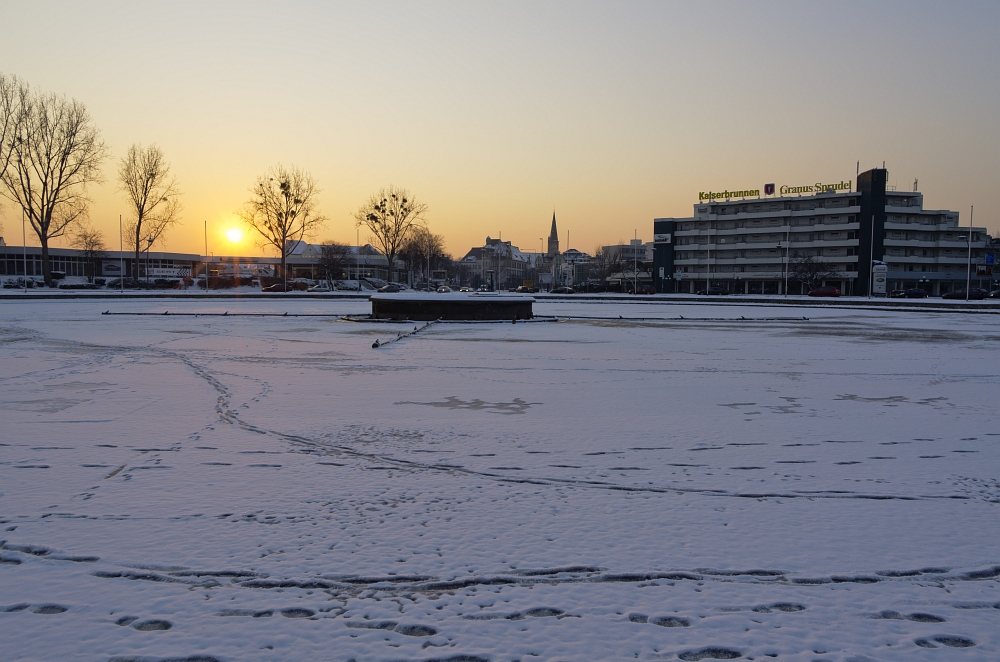 http://www.eifelmomente.de/albums/Nordeifel/Winter/2012_01_31_Sonnenuntergang_Haarberg_u_Nachts_Wald/2012_01_31_-_031_Aachen_Europaplatz_DNG_bearb.jpg
