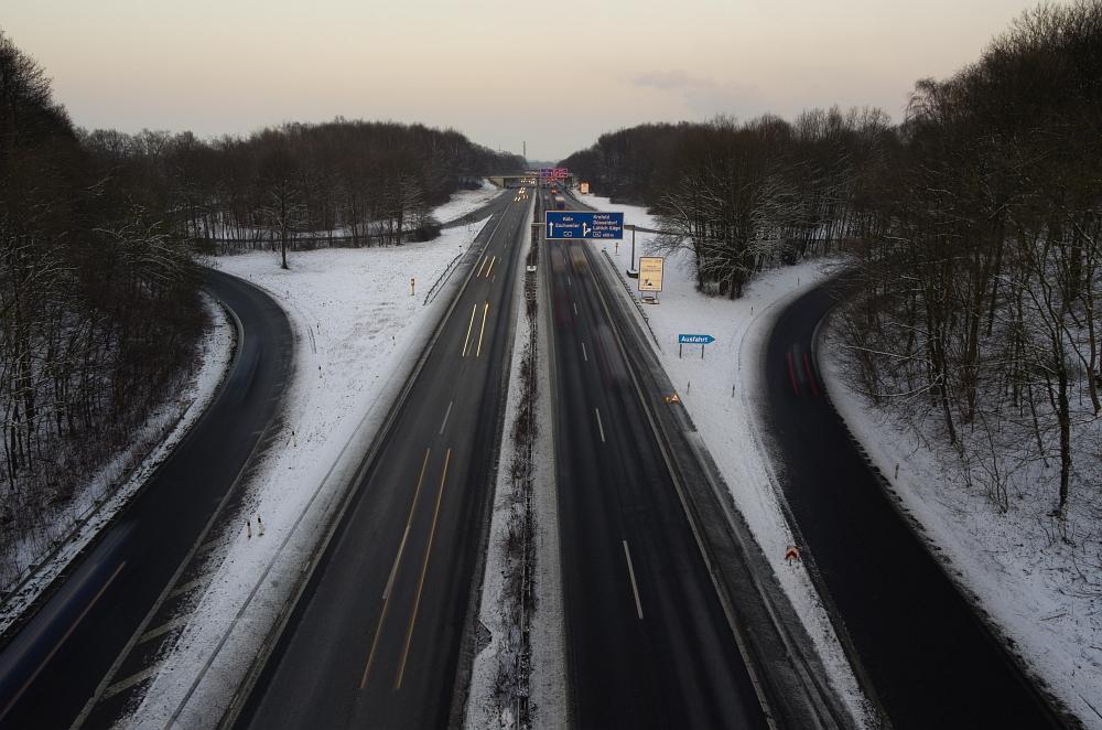 http://www.eifelmomente.de/albums/Nordeifel/Winter/2012_01_31_Sonnenuntergang_Haarberg_u_Nachts_Wald/2012_01_31_-_039_Aachen_Haarberg_DNG_bearb.jpg