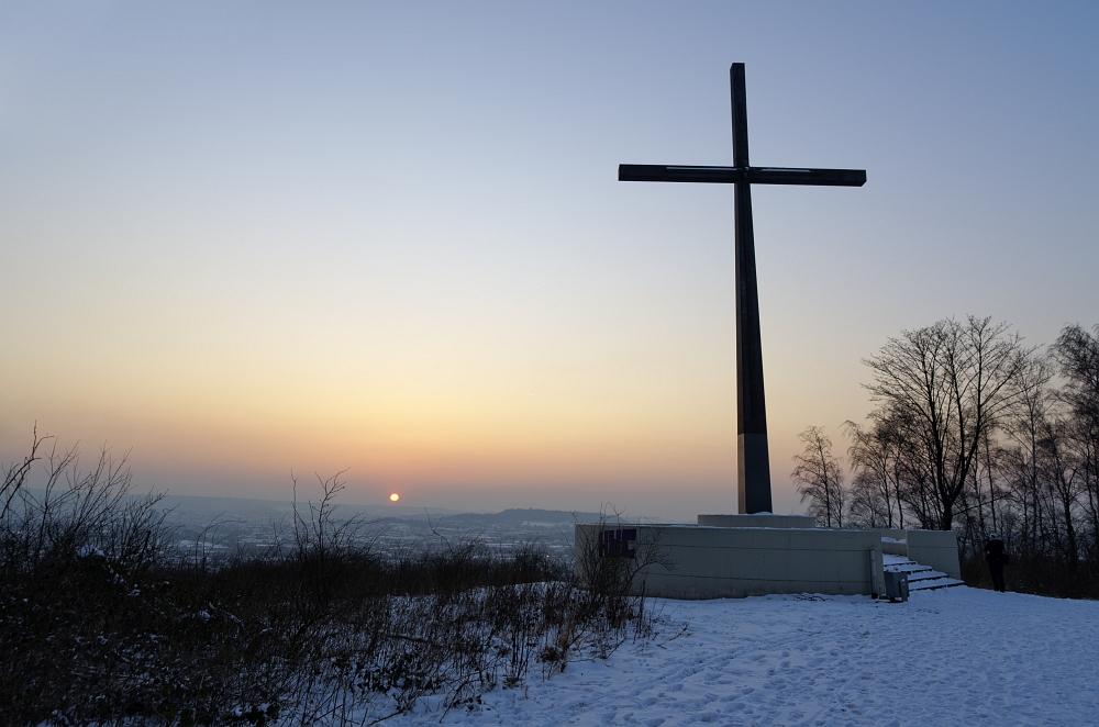 http://www.eifelmomente.de/albums/Nordeifel/Winter/2012_01_31_Sonnenuntergang_Haarberg_u_Nachts_Wald/2012_01_31_-_040_Aachen_Haarberg_DNG_bearb.jpg