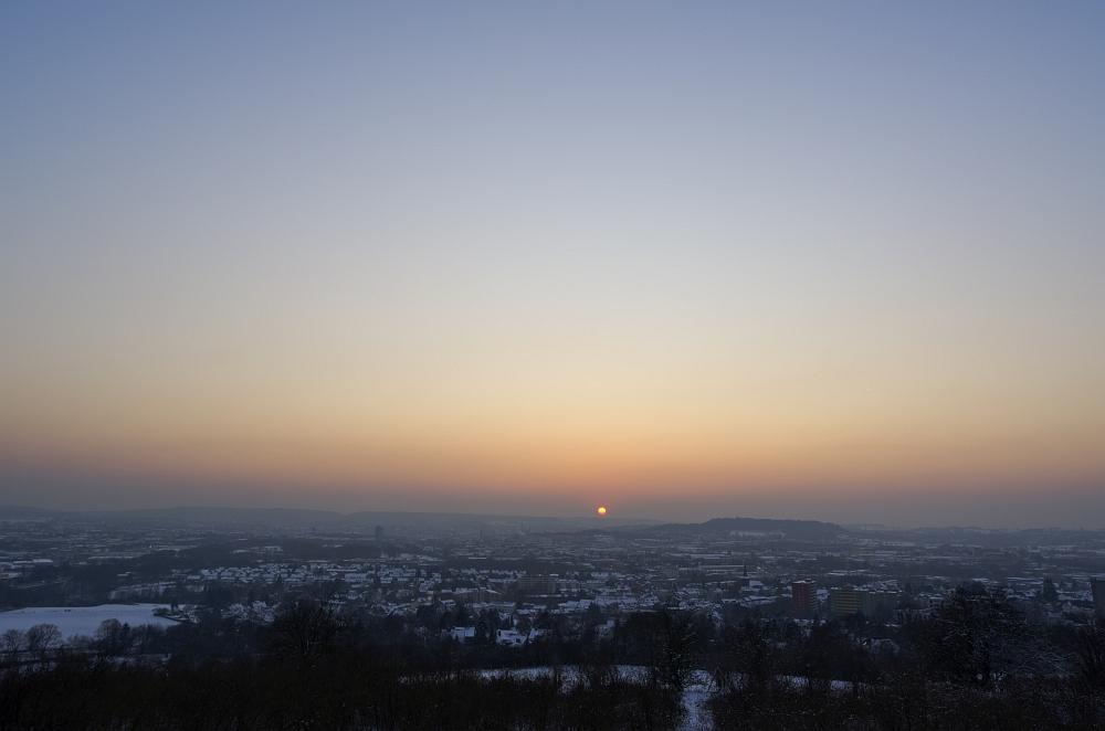 http://www.eifelmomente.de/albums/Nordeifel/Winter/2012_01_31_Sonnenuntergang_Haarberg_u_Nachts_Wald/2012_01_31_-_045_Aachen_Haarberg_DNG_bearb.jpg