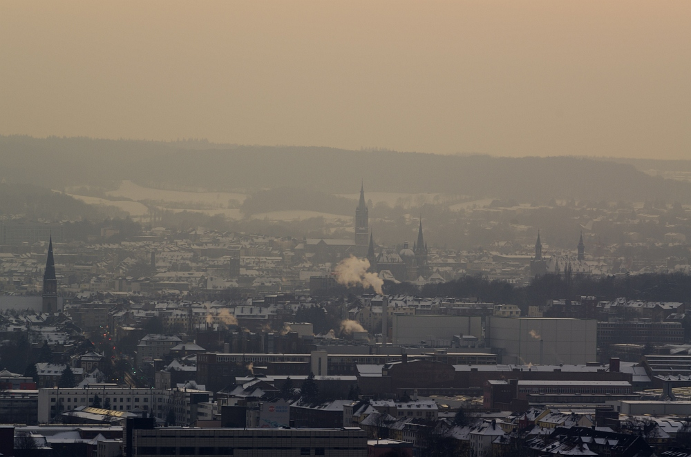 http://www.eifelmomente.de/albums/Nordeifel/Winter/2012_01_31_Sonnenuntergang_Haarberg_u_Nachts_Wald/2012_01_31_-_058_Aachen_Haarberg_DNG_bearb.jpg
