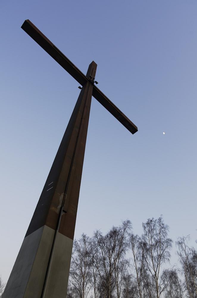 http://www.eifelmomente.de/albums/Nordeifel/Winter/2012_01_31_Sonnenuntergang_Haarberg_u_Nachts_Wald/2012_01_31_-_063_Aachen_Haarberg_DNG_bearb.jpg