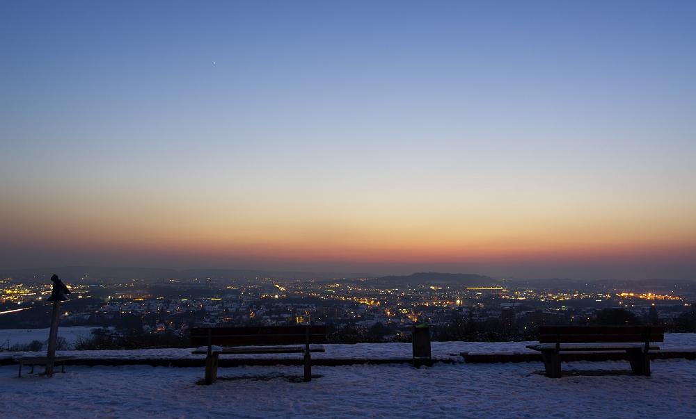 http://www.eifelmomente.de/albums/Nordeifel/Winter/2012_01_31_Sonnenuntergang_Haarberg_u_Nachts_Wald/2012_01_31_-_094_Aachen_Haarberg_DNG_bearb_ausschn.jpg
