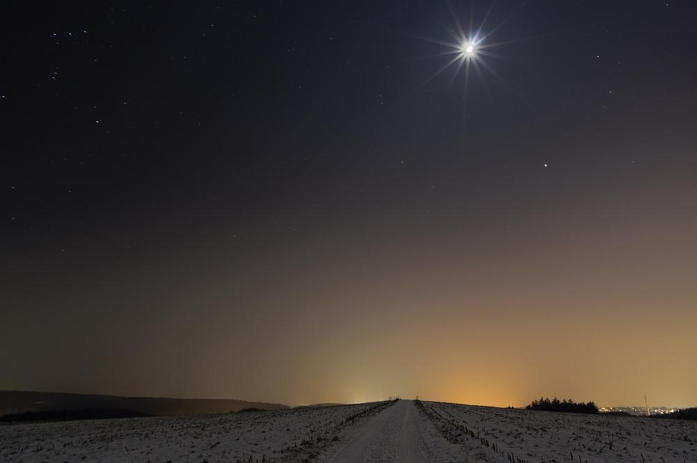 http://www.eifelmomente.de/albums/Nordeifel/Winter/2012_01_31_Sonnenuntergang_Haarberg_u_Nachts_Wald/2012_01_31_-_117_Bei_Mausbach_DNG_DRI_bearb.jpg