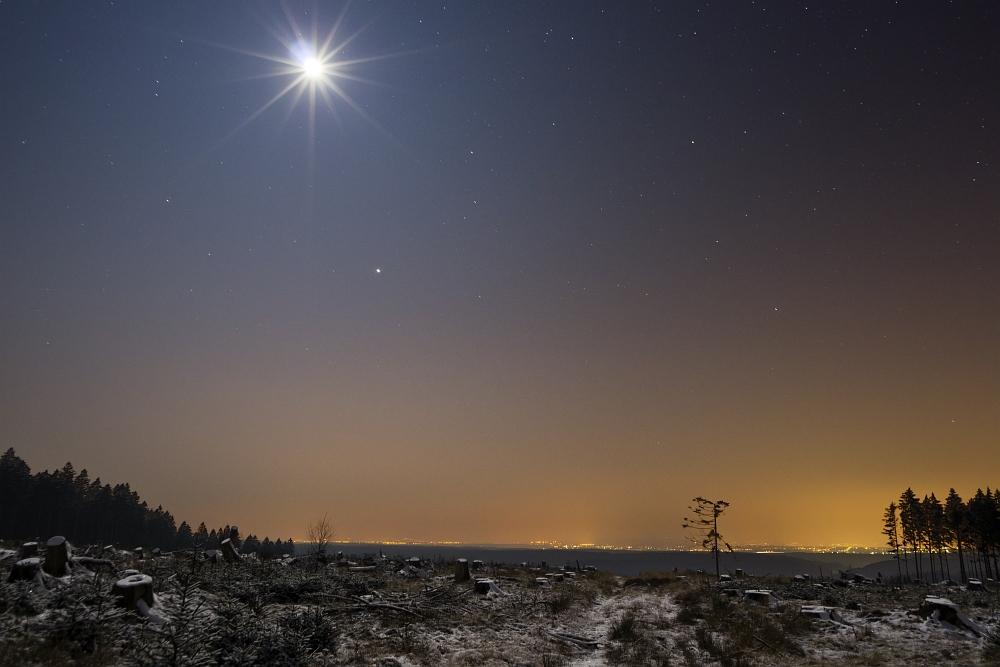 http://www.eifelmomente.de/albums/Nordeifel/Winter/2012_01_31_Sonnenuntergang_Haarberg_u_Nachts_Wald/2012_01_31_-_123_Huertgenwald_DNG_DRI_bearb.jpg