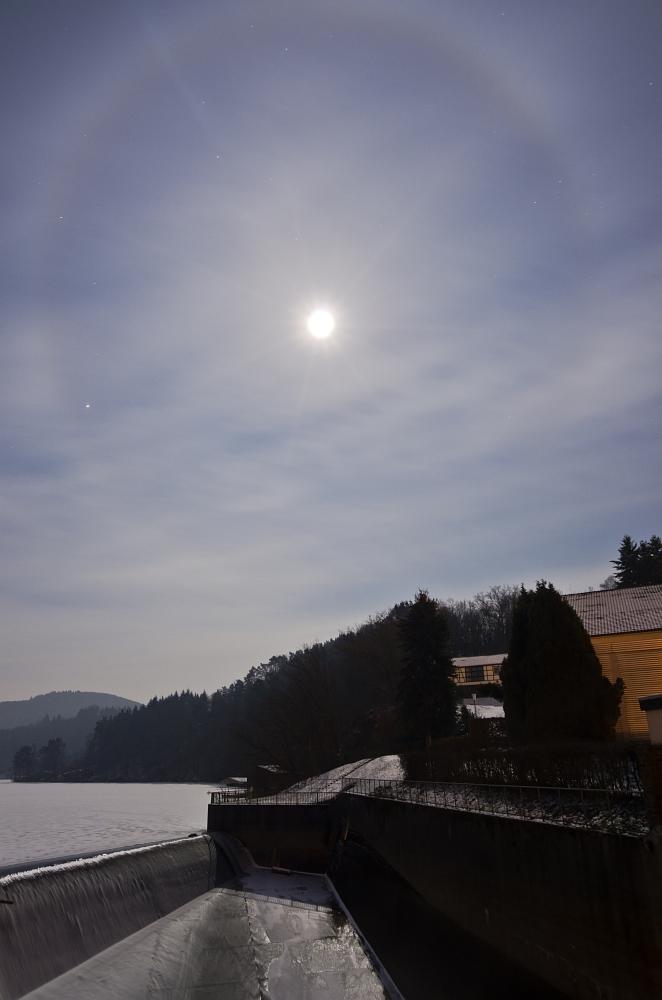 http://www.eifelmomente.de/albums/Nordeifel/Winter/2012_02_08_Vollmondnacht_Rursee/2012_02_08_-_92_Rurberg_DNG_DRI_bearb.jpg
