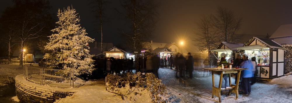 http://www.eifelmomente.de/albums/Nordeifel/Winter/2012_12_02_Abends_Fringshaus_Huppenbroich/2012_12_02_-_41_Huppenbroich_DNG_DRI_Pano_bearb.jpg
