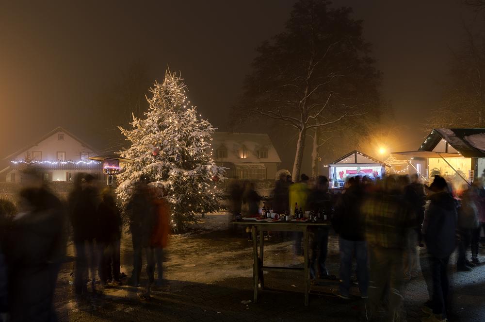 http://www.eifelmomente.de/albums/Nordeifel/Winter/2012_12_02_Abends_Fringshaus_Huppenbroich/2012_12_02_-_53_Huppenbroich_DNG_DRI_bearb.jpg