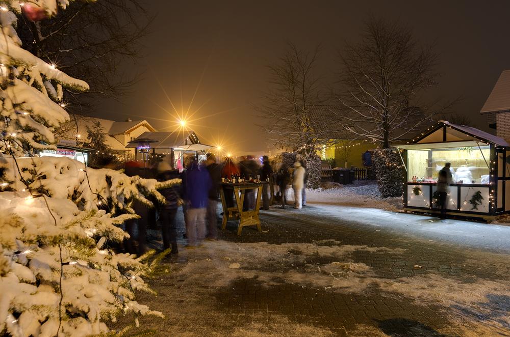 http://www.eifelmomente.de/albums/Nordeifel/Winter/2012_12_02_Abends_Fringshaus_Huppenbroich/2012_12_02_-_68_Huppenbroich_DNG_DRI_bearb.jpg