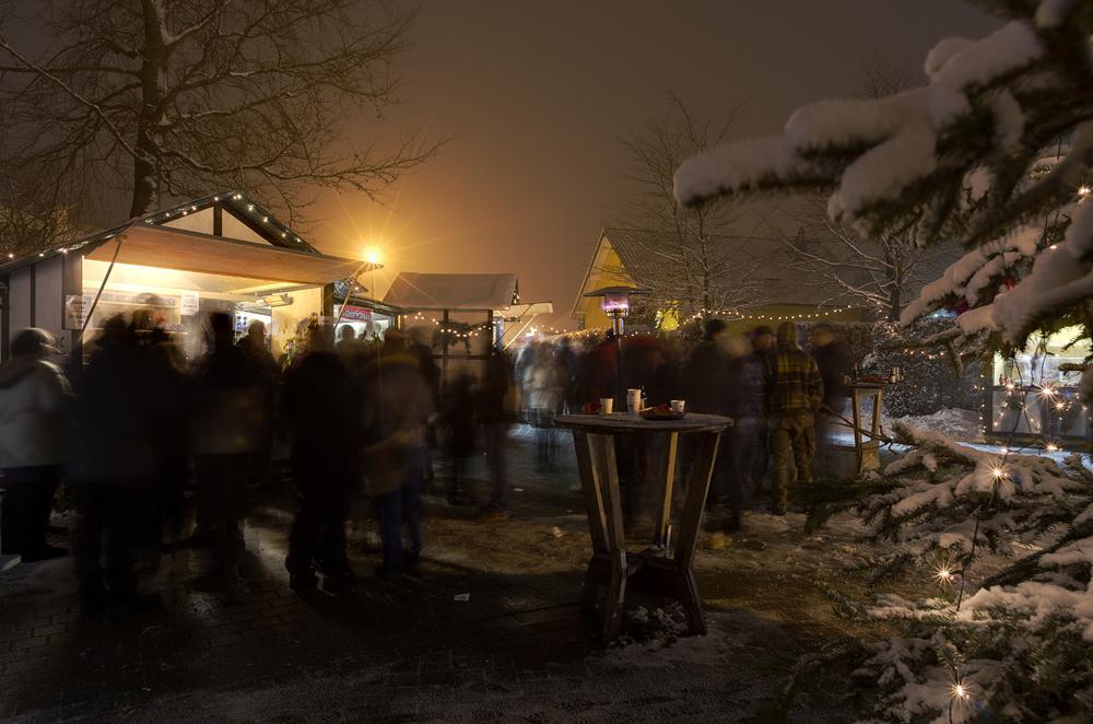 http://www.eifelmomente.de/albums/Nordeifel/Winter/2012_12_02_Abends_Fringshaus_Huppenbroich/2012_12_02_-_71_Huppenbroich_DNG_DRI_bearb.jpg
