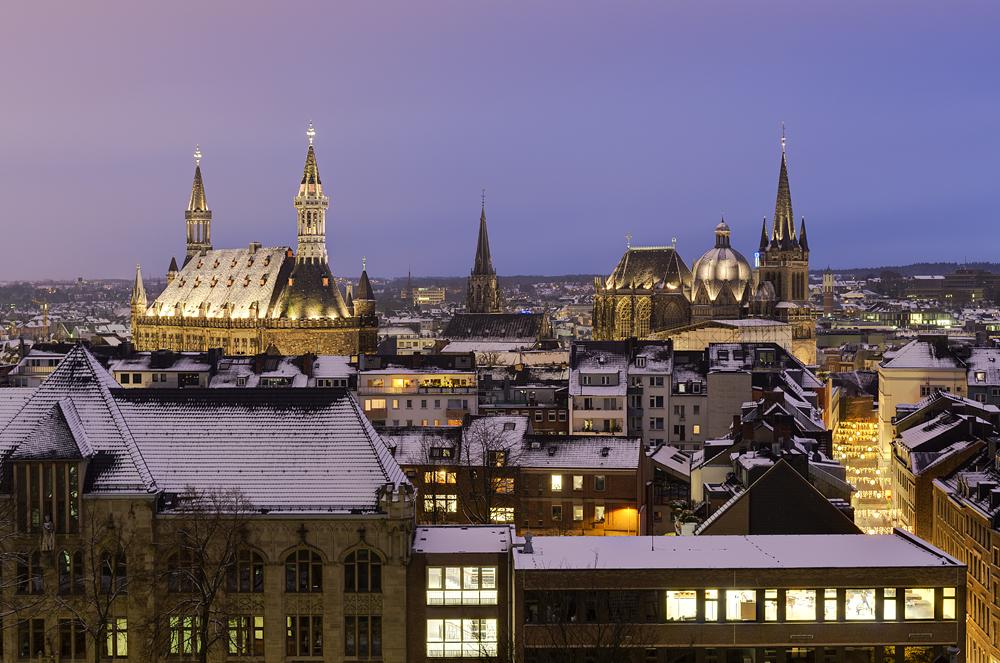http://www.eifelmomente.de/albums/Nordeifel/Winter/2012_12_07_Aachener_Weihnachtsmarkt/2012_12_07_-_042_Aachen_DNG_DRI_bearb.jpg
