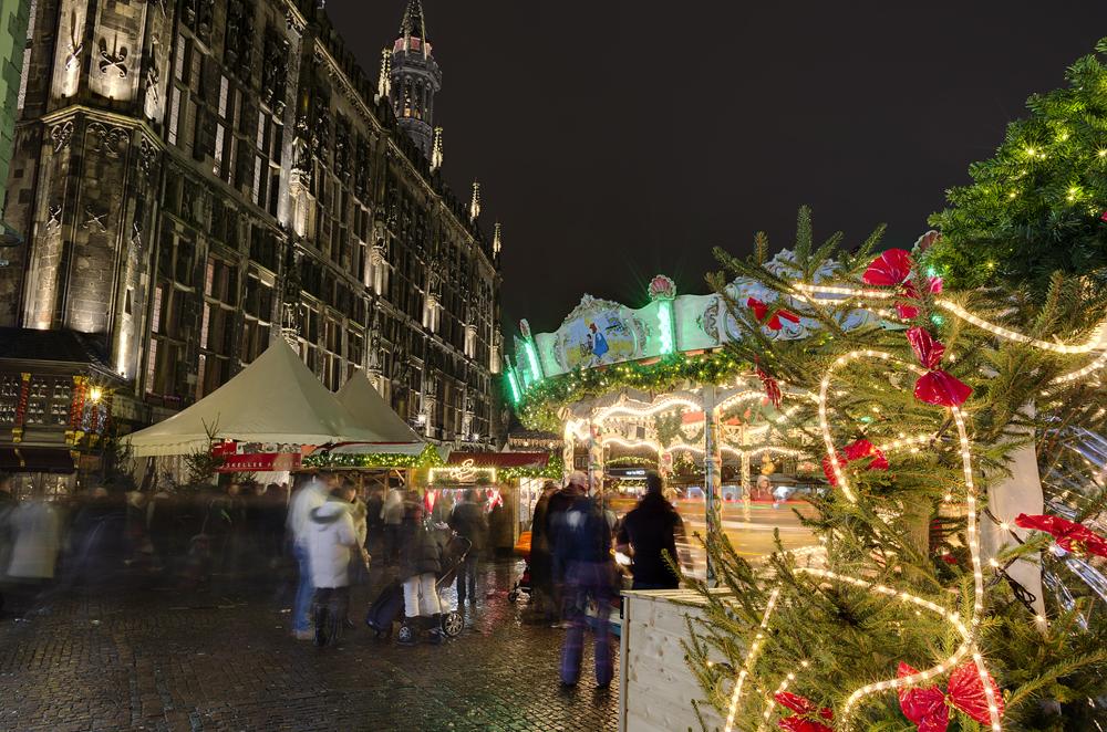http://www.eifelmomente.de/albums/Nordeifel/Winter/2012_12_07_Aachener_Weihnachtsmarkt/2012_12_07_-_071_Aachen_DNG_DRI_bearb.jpg