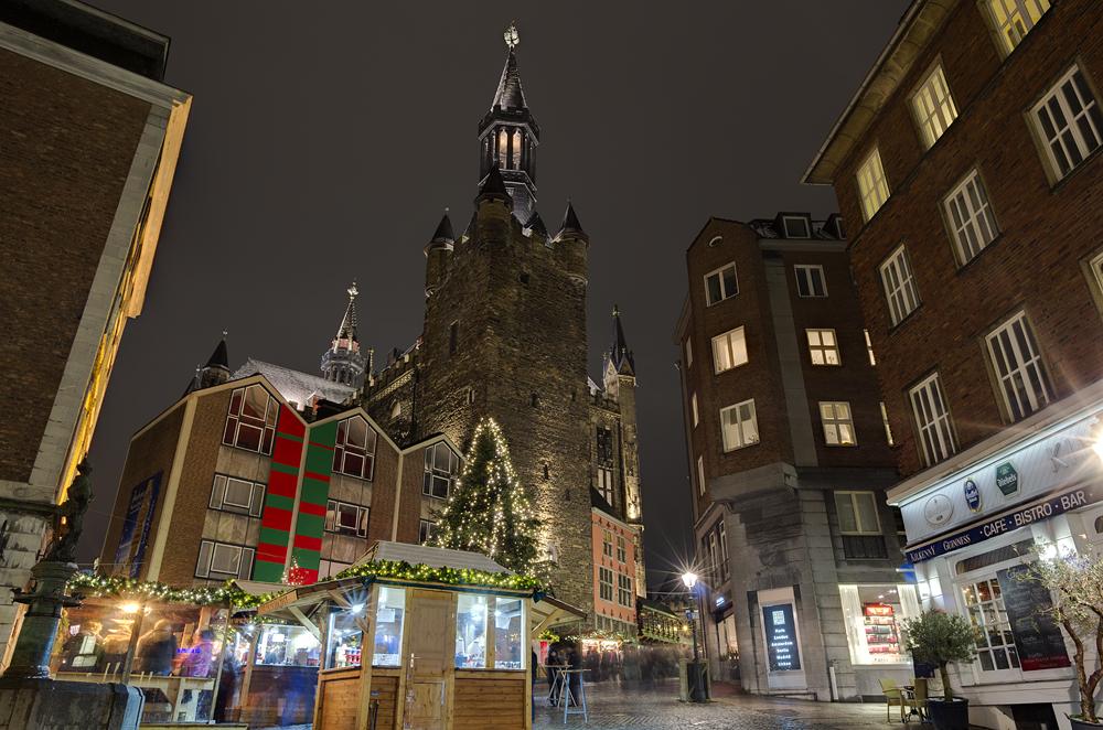 http://www.eifelmomente.de/albums/Nordeifel/Winter/2012_12_07_Aachener_Weihnachtsmarkt/2012_12_07_-_085_Aachen_DNG_DRI_bearb.jpg