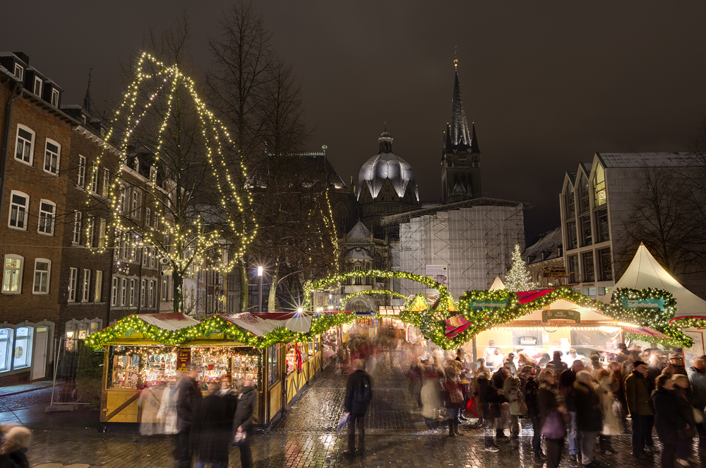 http://www.eifelmomente.de/albums/Nordeifel/Winter/2012_12_07_Aachener_Weihnachtsmarkt/2012_12_07_-_098_Aachen_DNG_DRI_bearb.jpg