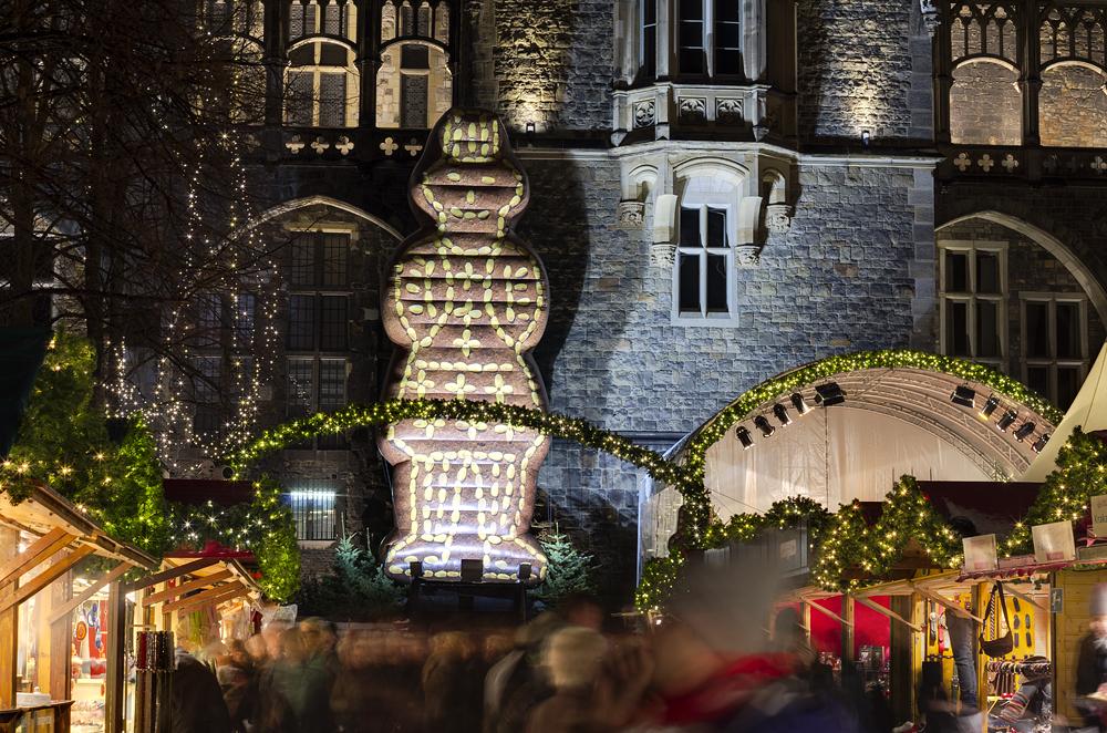 http://www.eifelmomente.de/albums/Nordeifel/Winter/2012_12_07_Aachener_Weihnachtsmarkt/2012_12_07_-_122_Aachen_DNG_DRI_bearb.jpg