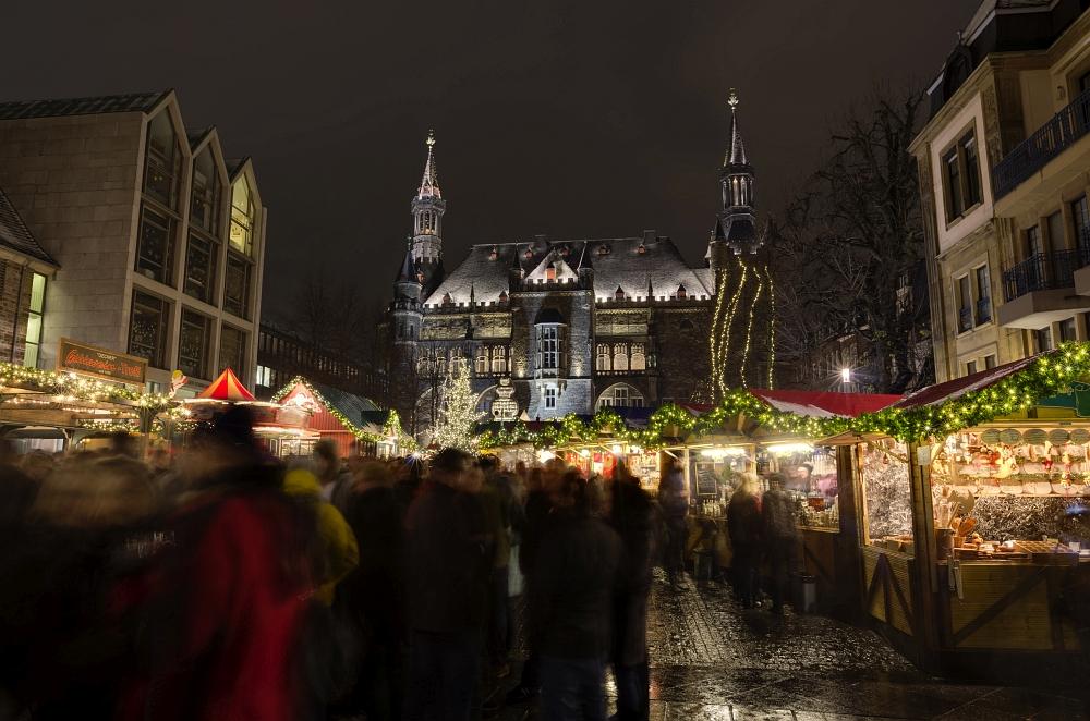 http://www.eifelmomente.de/albums/Nordeifel/Winter/2012_12_07_Aachener_Weihnachtsmarkt/2012_12_07_-_133_Aachen_DNG_DRI_bearb.jpg