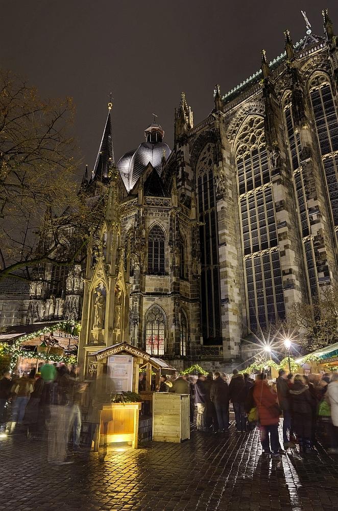http://www.eifelmomente.de/albums/Nordeifel/Winter/2012_12_07_Aachener_Weihnachtsmarkt/2012_12_07_-_142_Aachen_DNG_DRI_bearb.jpg