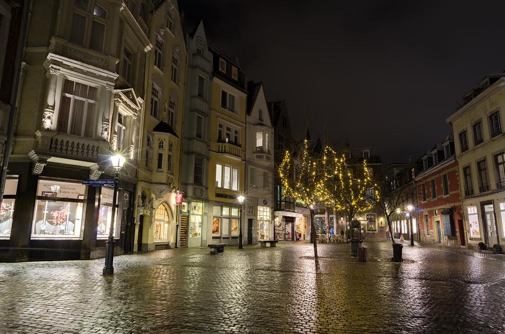 http://www.eifelmomente.de/albums/Nordeifel/Winter/2012_12_07_Aachener_Weihnachtsmarkt/2012_12_07_-_168_Aachen_DNG_DRI_bearb.jpg