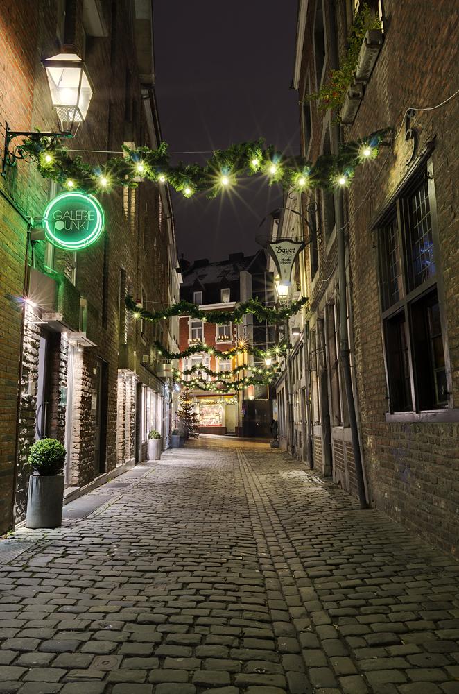 http://www.eifelmomente.de/albums/Nordeifel/Winter/2012_12_07_Aachener_Weihnachtsmarkt/2012_12_07_-_247_Aachen_DNG_DRI_bearb.jpg