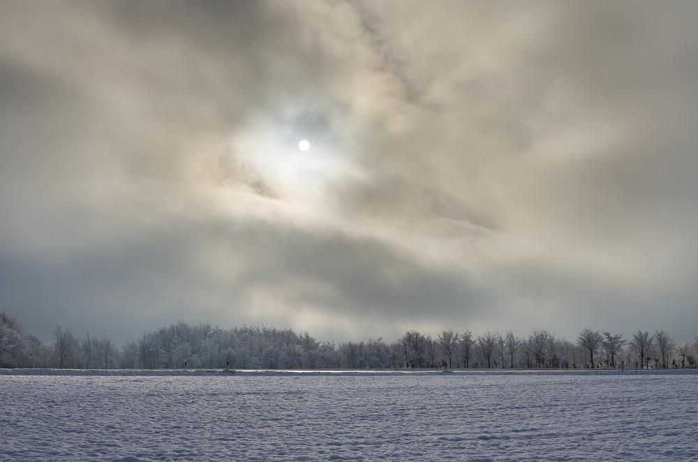 http://www.eifelmomente.de/albums/Nordeifel/Winter/2014_12_05-28_Winteranfang_Nordeifel/2014_12_14_-_021_Bei_Huppenbroich_DNG_DRI_bearb.jpg