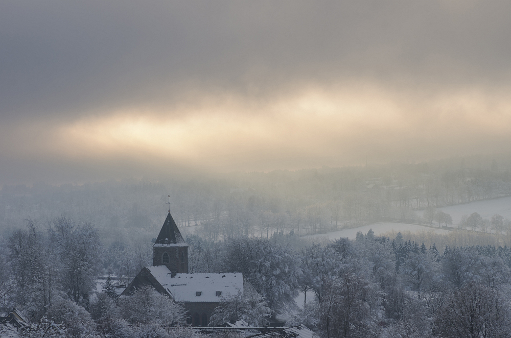 http://www.eifelmomente.de/albums/Nordeifel/Winter/2014_12_05-28_Winteranfang_Nordeifel/2014_12_14_-_149_Konzen_DNG_bearb_ausschn.jpg