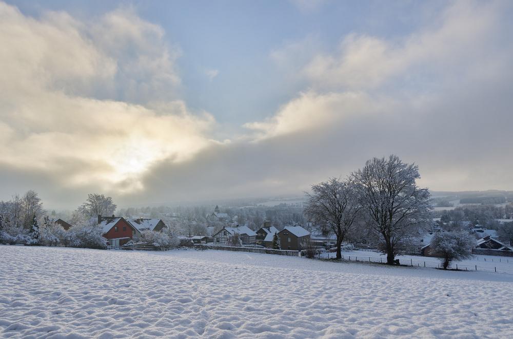 http://www.eifelmomente.de/albums/Nordeifel/Winter/2014_12_05-28_Winteranfang_Nordeifel/2014_12_14_-_157_Konzen_DNG_DRI_bearb.jpg