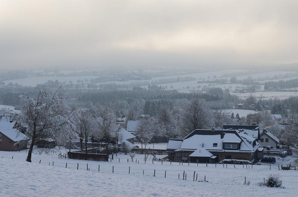 http://www.eifelmomente.de/albums/Nordeifel/Winter/2014_12_05-28_Winteranfang_Nordeifel/2014_12_14_-_169_Konzen_DNG_bearb.jpg