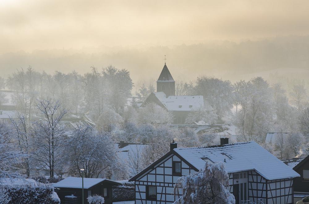 http://www.eifelmomente.de/albums/Nordeifel/Winter/2014_12_05-28_Winteranfang_Nordeifel/2014_12_14_-_182_Konzen_DNG_DRI_bearb.jpg