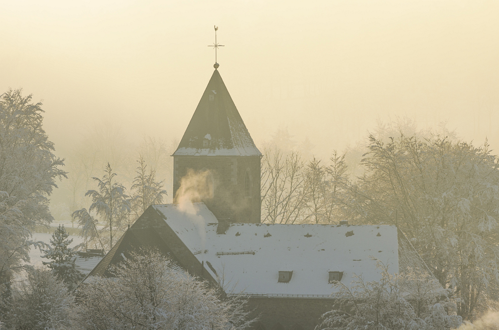 http://www.eifelmomente.de/albums/Nordeifel/Winter/2014_12_05-28_Winteranfang_Nordeifel/2014_12_14_-_184_Konzen_DNG_bearb.jpg