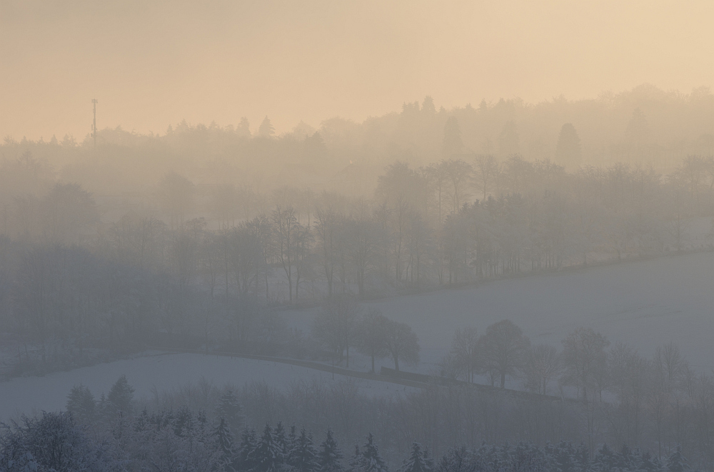 http://www.eifelmomente.de/albums/Nordeifel/Winter/2014_12_05-28_Winteranfang_Nordeifel/2014_12_14_-_188_Konzen_DNG_bearb.jpg