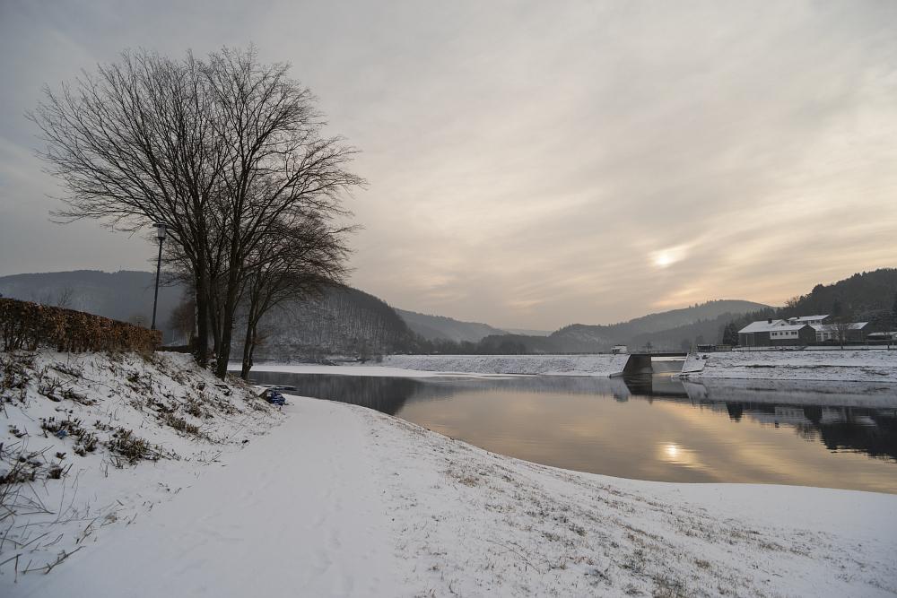 http://www.eifelmomente.de/albums/Nordeifel/Winter/2018_03_03_Letzter_Dauerfrosttag/2018_03_03_-_036_Rurberg_DNG_DRI_bearb.jpg