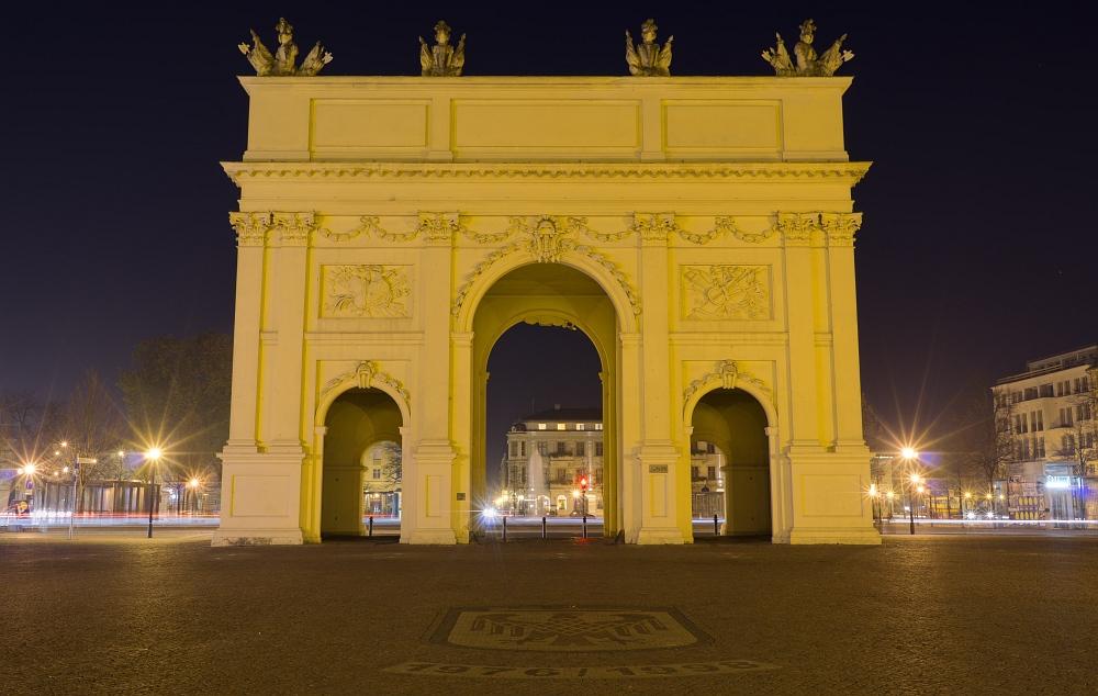 http://www.eifelmomente.de/albums/Urlaub/2011_11_05-09_Berlin/2011_11_05_-_072_Potsdam_DNG_DRI_bearb_ausschn.jpg