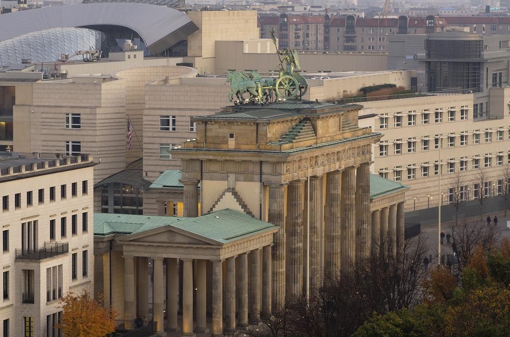 http://www.eifelmomente.de/albums/Urlaub/2011_11_05-09_Berlin/2011_11_06_-_172_Berlin_DNG_bearb_ausschn.jpg