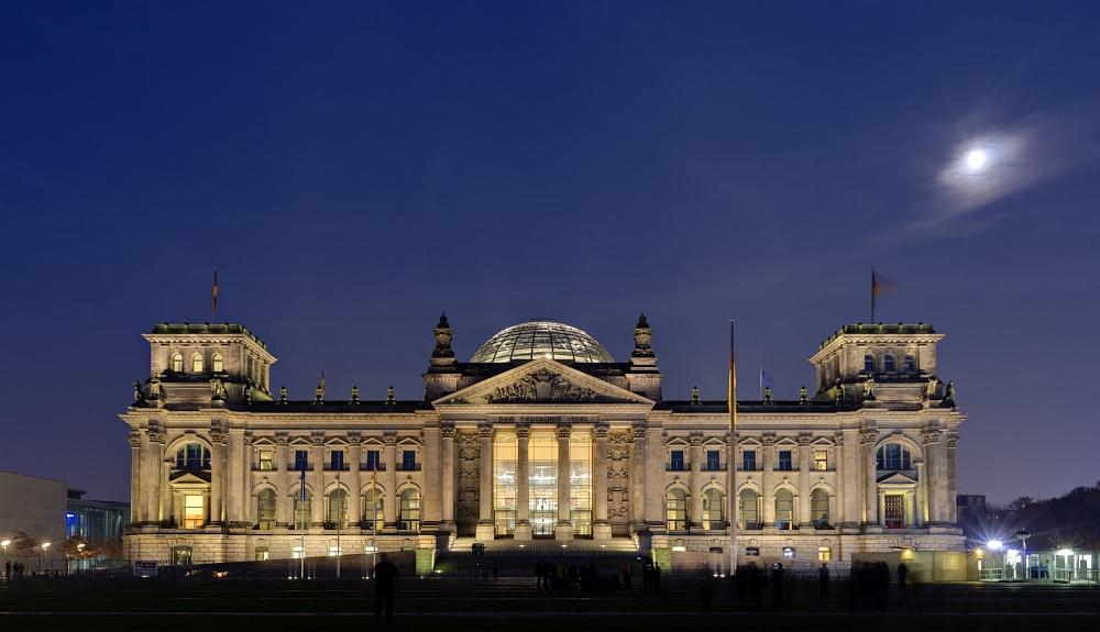 http://www.eifelmomente.de/albums/Urlaub/2011_11_05-09_Berlin/2011_11_06_-_196_Berlin_DNG_DRI_bearb_entst_ausschn.jpg