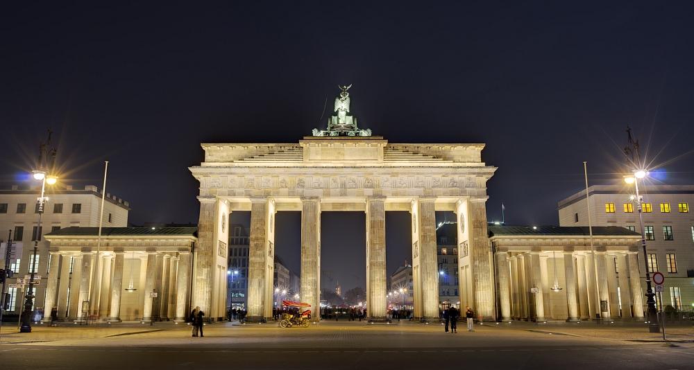 http://www.eifelmomente.de/albums/Urlaub/2011_11_05-09_Berlin/2011_11_06_-_199_Berlin_DNG_DRI_ohne_Lichter_bearb_ausschn.jpg