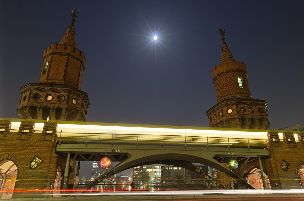 Die Oberbaumbrücke in Friedrichshain