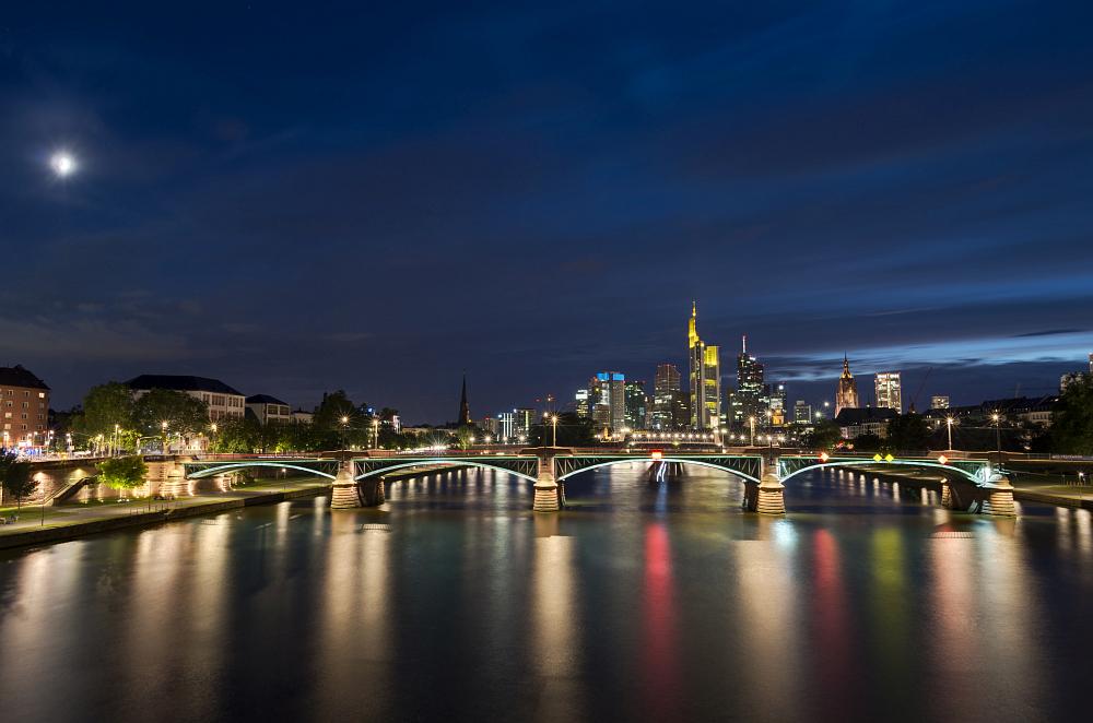 http://www.eifelmomente.de/albums/Urlaub/2016_07_11-14_Frankfurt_Alb/2016_07_11_-_154_Frankfurt_DNG_DRI_bearb.jpg